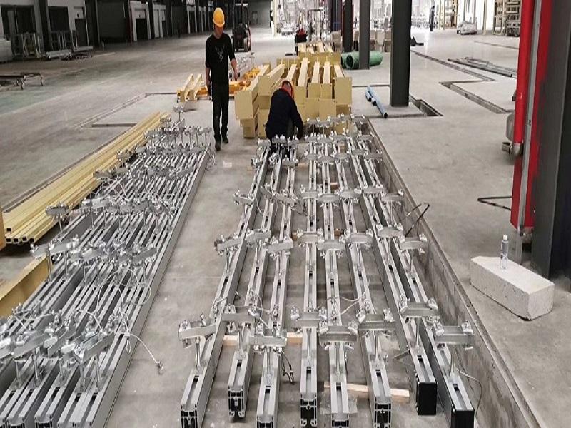 铝合金轨道工程施工现场